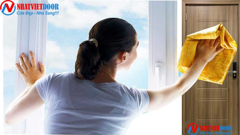 Vệ sinh cửa nhựa ABS cực đơn giản bằng vải mềm